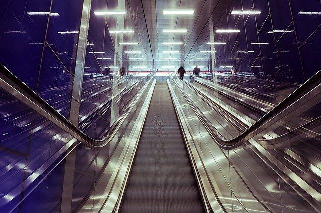 moderní architektura - eskalátor